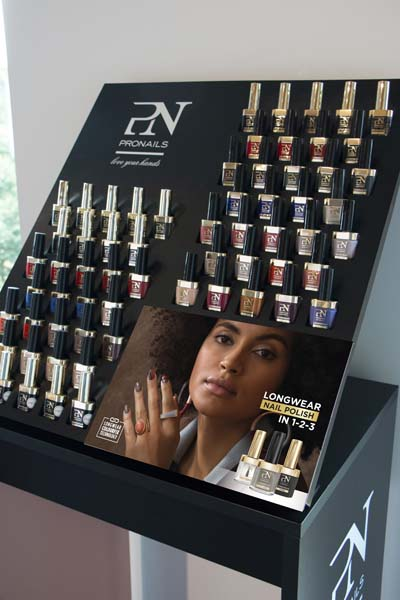 Roots Cosmetics Displays 4